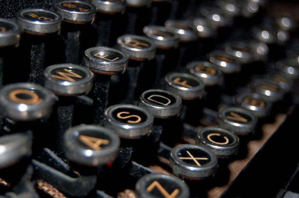 antique-typewriter-keys